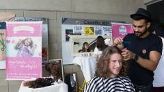 Calouros da FEA participam do trote solidário com a doação de cabelo no primeiro dia de matrícula na USP. Foto: Cecília Bastos/USP Imagem