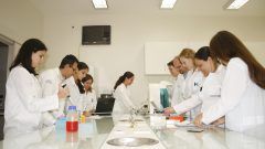 Laboratório do prof. Antonio Claudio Tedesco, na FFCLRP