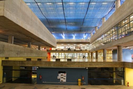 Fachada da Faculdade de Arquitetura e Urbanismo – FAU