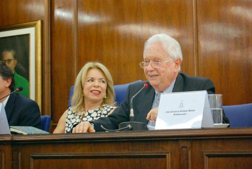 Outorga do título de professor emérito a José Jobson de Andrade Arruda
