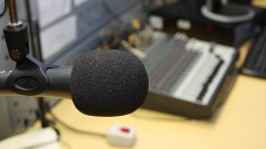 Microfone e mesa de som da Rádio USP, veículo da Coordenadoria de Comunicação Social da USP (CCS - USP) na Cidade Universitária em São Paulo. Foto: Marcos Santos.