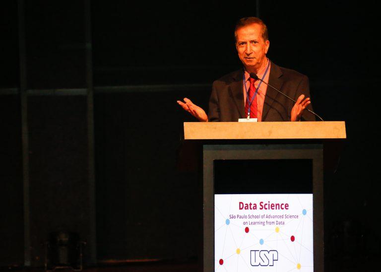 Abu Mostafa durante o Evento Data Science . Foto: Cecília Bastos/USP Imagem