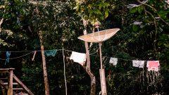 Antena Parabólica na Zona rural da cidade de Cruzeiro do Sul no estado do Acre. Foto: Cecília Bastos/Usp Imagem