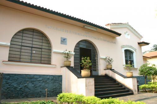 Fachada da Faculdade de Economia, Administrão e Contabilidade de Ribeirão Preto (FEARP)