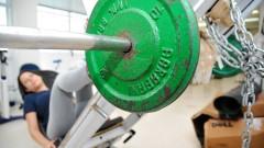Treino de musculação na Escola de educação física. foto Cecília Bastos