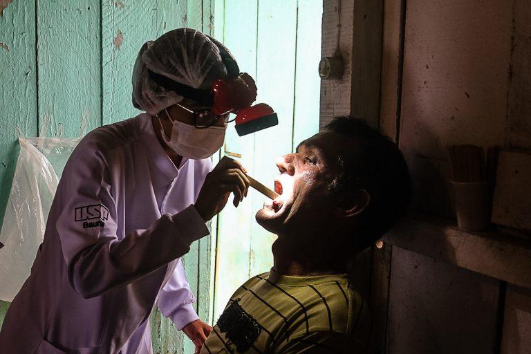 Atendimento odontológico na clínica de Monte Negro/Rondonia.Foto: Cecília Bastos/USP Imagens
