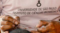 Coleta de sangue para diagnóstico da malária para o projeto de pesquisa do ICB na cidade de Mancio Lima no estado do Acre. Foto: Cecília Bastos/USP Imagem