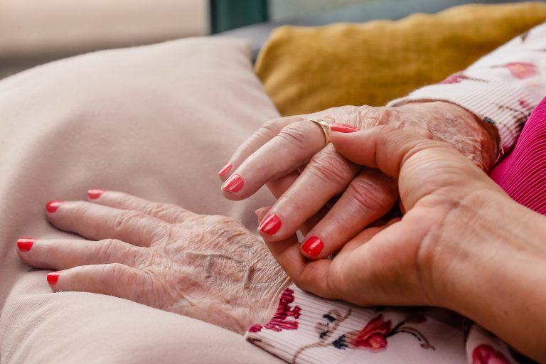 Cuidados com a pessoa idosa