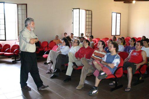 Aula magna com os professores Rubens Ricciardi e José Aparecido Da Silva, prefeito do campus de Ribeirão Preto