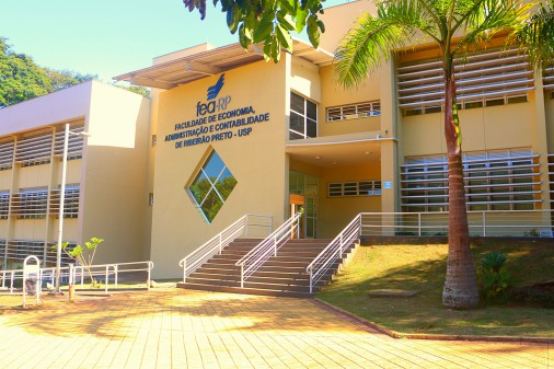 Bloco B2 da Faculdade de Economia, Administração e Contabilidade de Ribeirão Preto