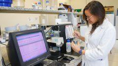 Laboratório de Polimeros Naturais e Biomateriais do departamento de engenharia de alimentos do campus de Pirassununga. Foto: Cecília Bastos/USP Imagem