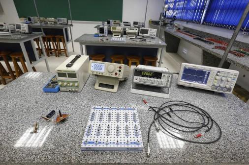 Escola de Engenharia de Lorena – Laboratório Didático de Física Experimental III