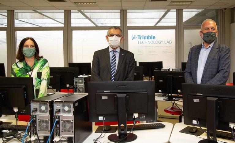 doação da empresa Trimble de laboratório para o curso de Engenharia Civil