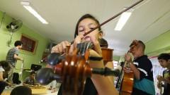 Osusp – Orquestra Sinfônica da USP faz atividade com crianças antes da apresentação no Circo Escola.