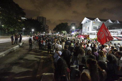 Pela educação, multidão toma as ruas de novo