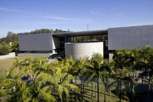 Fachada da Biblioteca Guita e José Mindlin